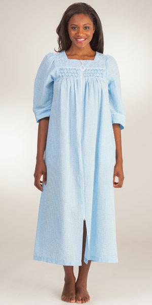 foto de Miss Elaine Long Seersucker Robe Blue Stripe Zip Front